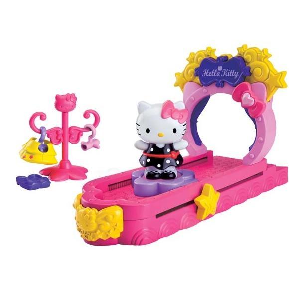 Fotografie Figurka Hello Kitty módní přehlídka